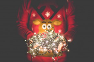 man_xmas-sweater-lights-picjumbo_viktor-hanacek